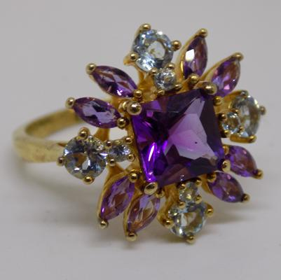 9K gold, purple and white stone ring - 5 grams