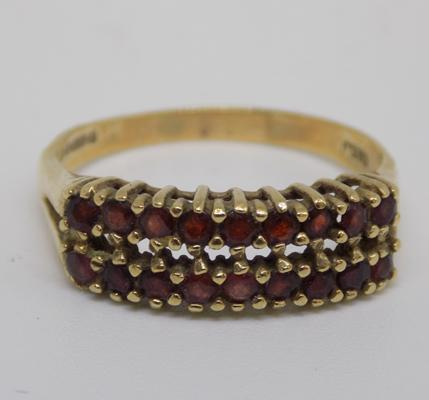 9ct gold large garnet ring, size W