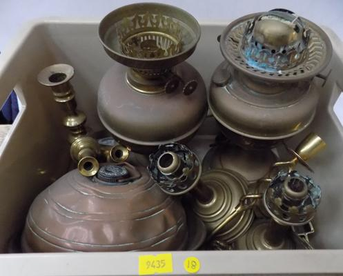 Box of assorted brassware