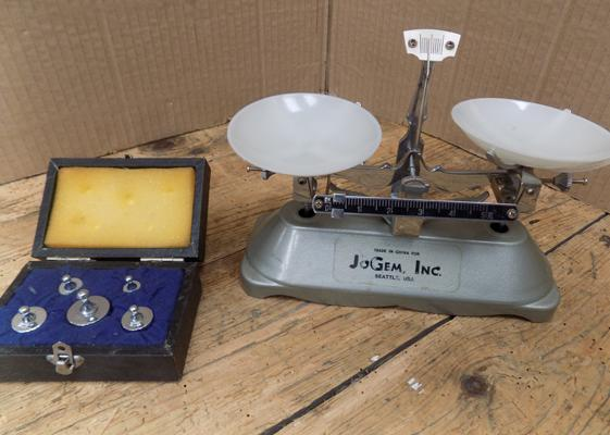 Small vintage 'JoeGem.Inc.' scales with boxed weights