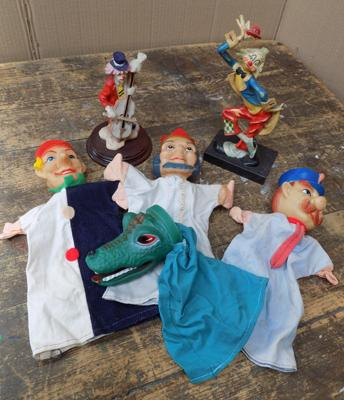 4 vintage puppets + 2 clown figures