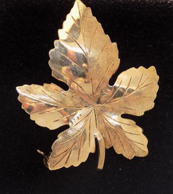 9ct gold leaf brooch