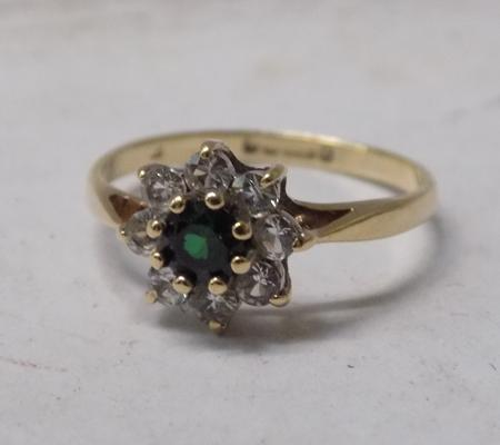 9ct gold ring with green stone - approx. size I