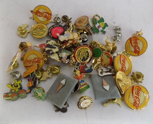 Collection of approx. 55 enamel badges