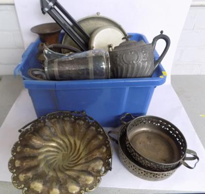 Box of antique & vintage metalware