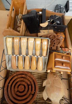 Tray of mixed treen + collectables
