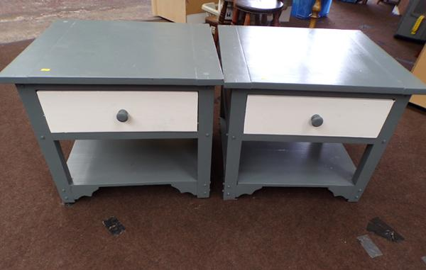 2 small side tables with drawer
