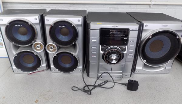 Sony MP3 mini hi-fi component system MHC-RG4755 with 3 Sony speakers
