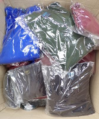 Box of 30 acrylic jumpers - mixed sizes/ colours