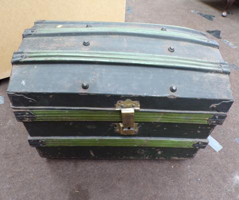 Vintage metal storage trunk/toy box