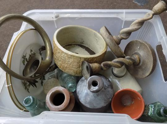 Box of mixed collectables, incl. Stoneware etc...