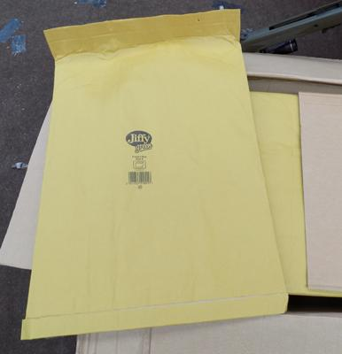 Box of large, size 8, Jiffy mailing bags