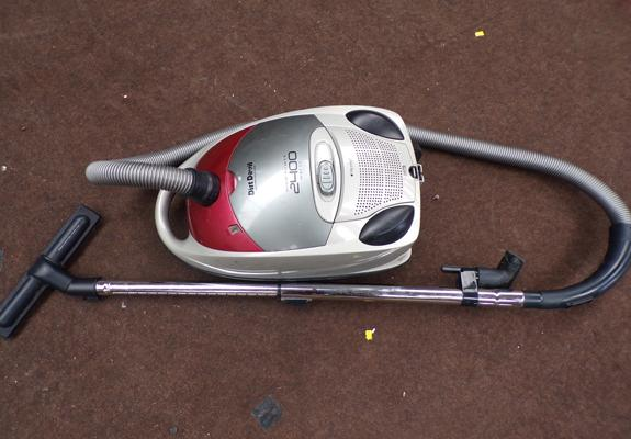 Dirt Devil vacuum cleaner W/O