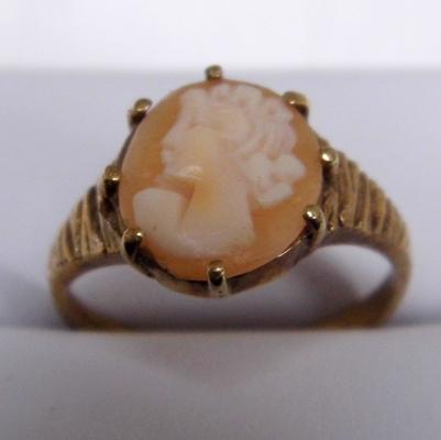 9ct gold cameo ring size N 1/2