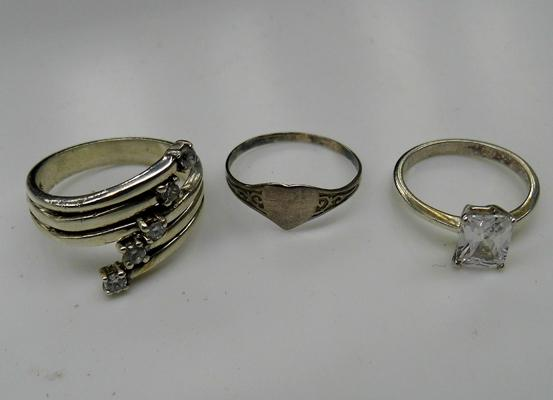 3x Silver rings incl. signet ring