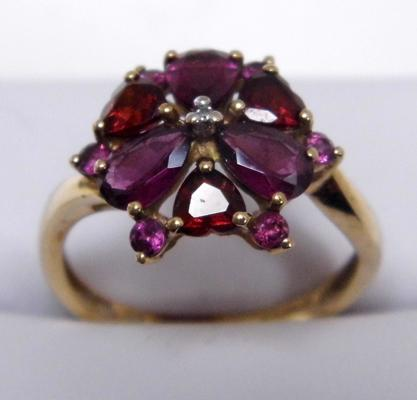 9ct gold diamond amethyst and garnet cluster ring size O 1/2