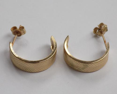 Pair of 9ct gold 3/4 hoop earrings