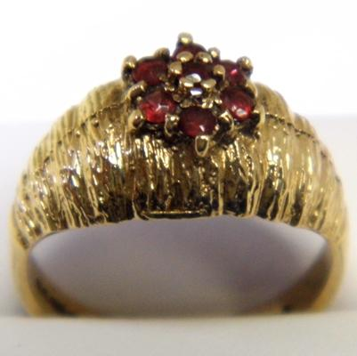 9ct gold garnet cluster ring size O
