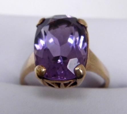 Large 9ct gold amethyst dress ring size L