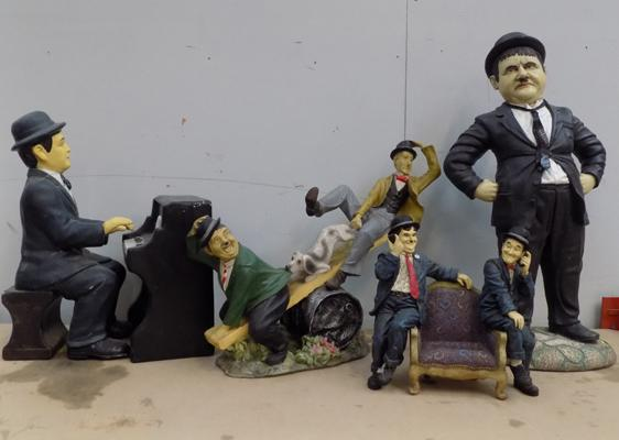 4 Laurel & Hardy figures (2 figures at fault)