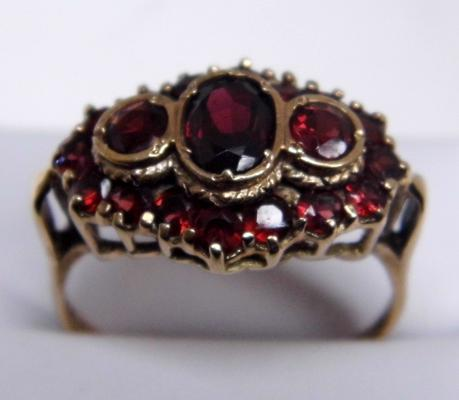 Large 9ct gold garnet cluster ring size W