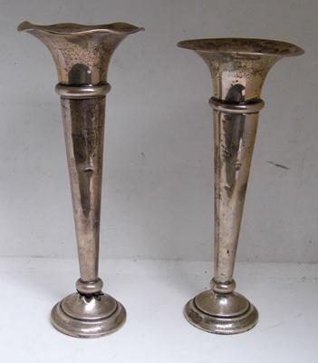 2x Sterling silver fluted vase hallmarked Birmingham 1905 - 1 at fault