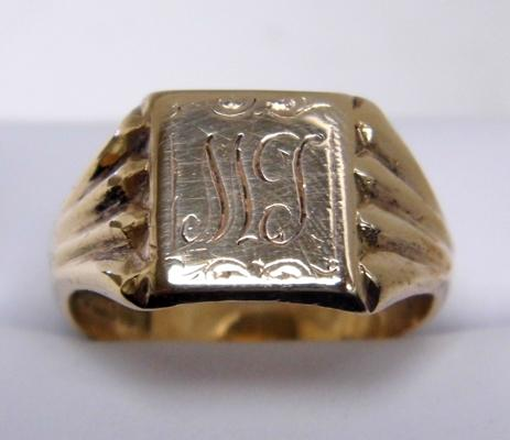 9ct gold signet ring size V 1/2