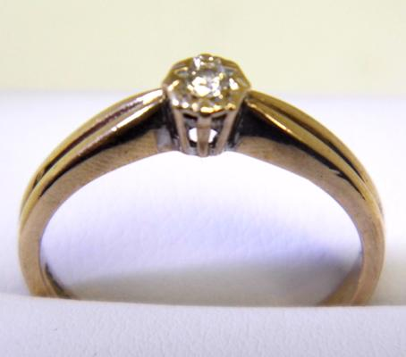 9ct gold diamond solitaire ring size P 1/2