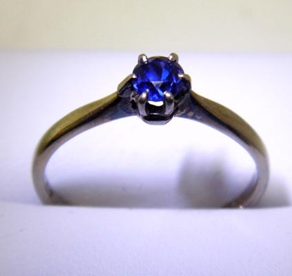 18ct gold and plate celone sapphire solitaire ring size Q