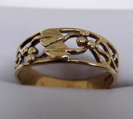 9ct gold Rennie Mackintosh style ring size O