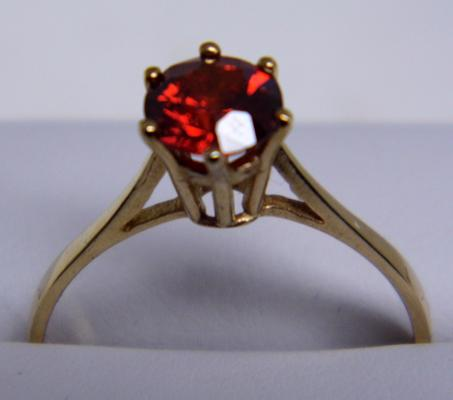 9ct gold rhodelite garnet solitaire ring size Q 1/2
