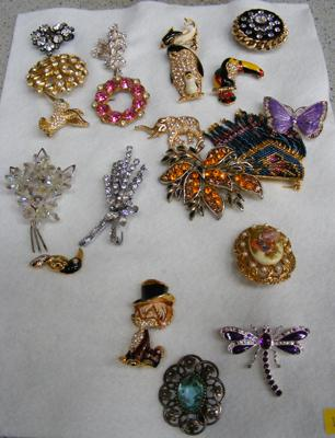 Assortment of brooches