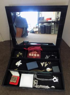 Large glass jewellery case,incl. selection of jewellery