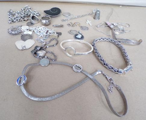Selection of 925 sterling silver & white metal jewellery 273gms