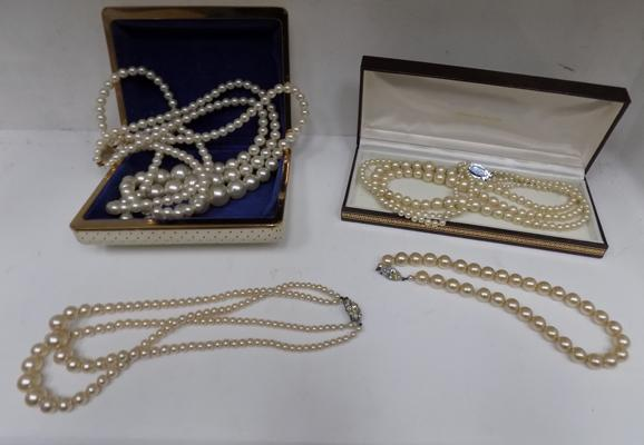 Selection of pearls, in case