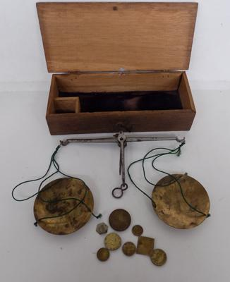 Antique boxed opium/apothecary scales & weights