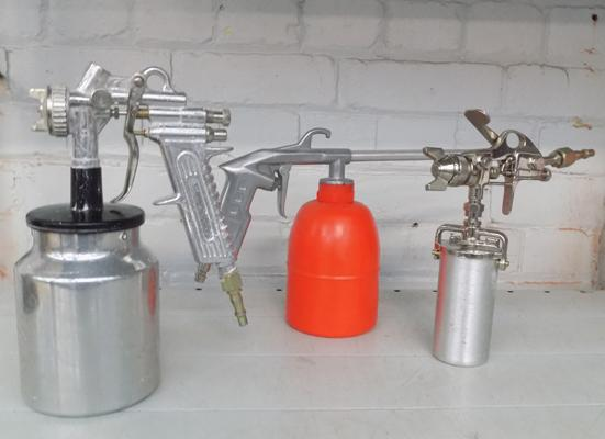 2x Spray guns & paraffin gun