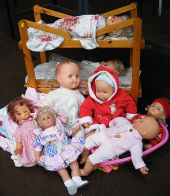 Doll's vintage bunk bed & selection of dolls