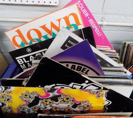 Box of LPs, incl. House, Techno,Dance + 1 x 12 inch single