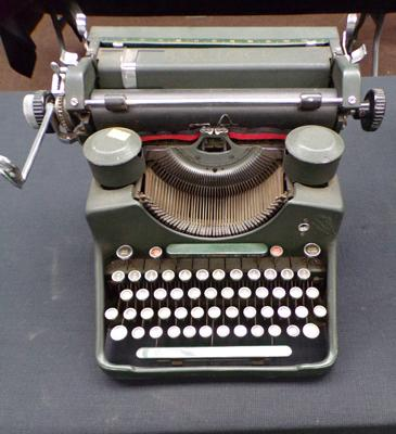 Bar-lock vintage type writer