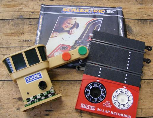 Scalextric vintage lapcounter & tower lot, untested