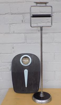 Vintage retro toilet roll holder + Salter scales