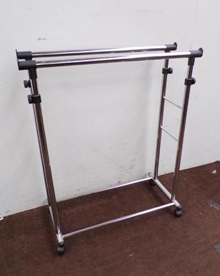 Adjustable height portable clothes stand