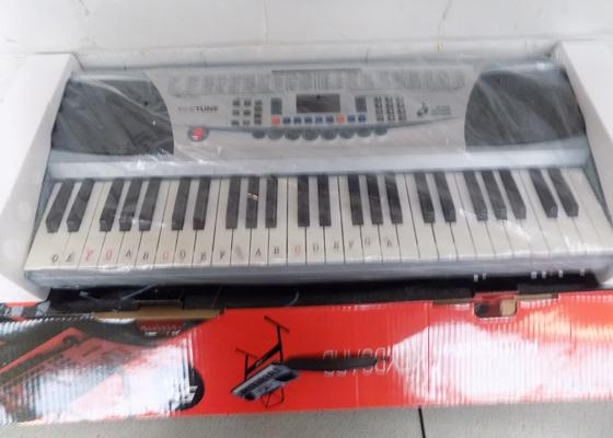 Finetone keyboard in original box with accessories