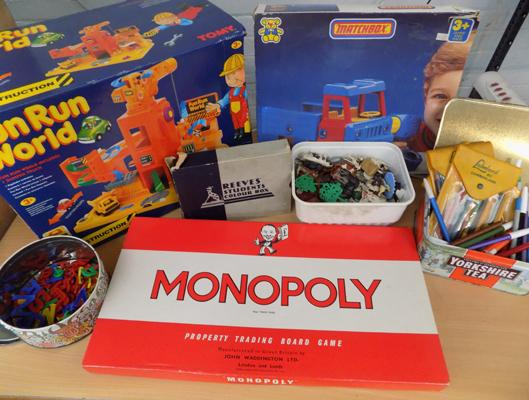 Vintage toys, incl. original Monopoly, farm animals, art pallet etc...