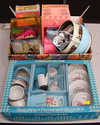 Vintage child's tea set + other accessories