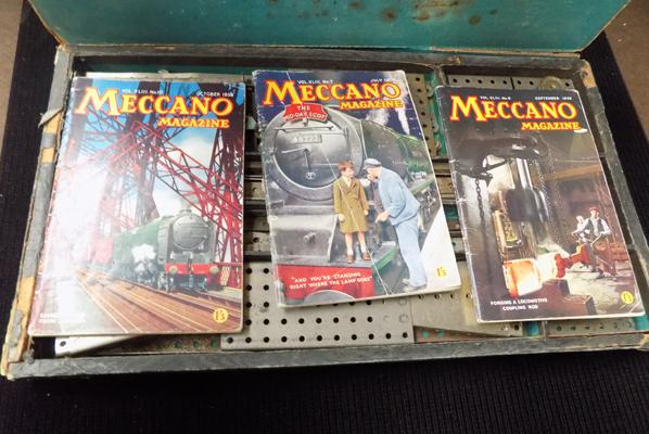 Large box of Meccano, 1912/1915 - SA SEY + Meccano magazines