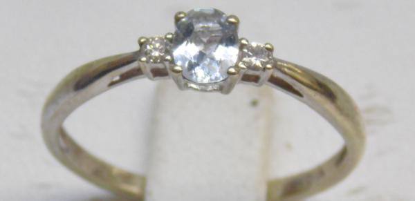 9ct Gold diamond & aquamarine trilogy ring size N 1/2