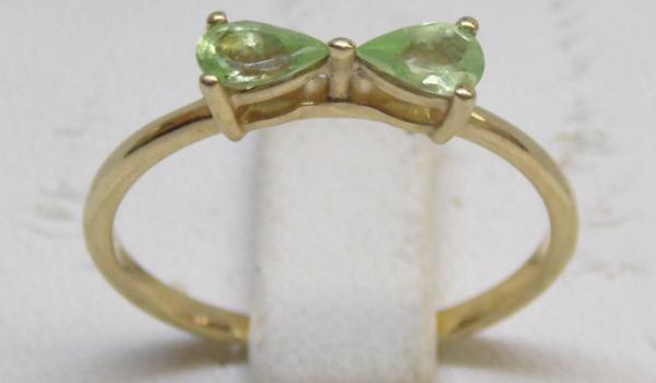 9ct Gold peridot bow ring