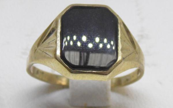 9ct Gold black onyx signet ring size T